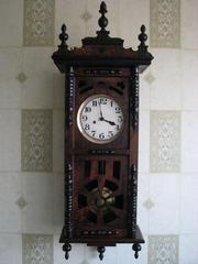 Часы старинные,  настенные, в отличном состоянии,  с красивым мелодичным боем. Возможна пересылка по Украине.
