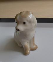 Фарфоровую собачку продам